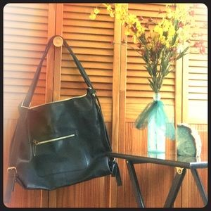 Handbags - Huge leather tote / messenger bag ✨